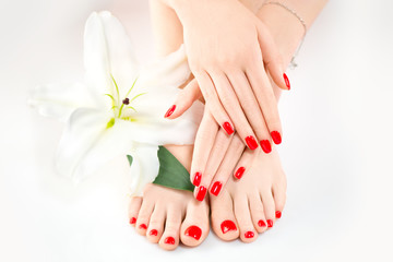 Photo sur cadre textile Pedicure Manicure and pedicure in spa salon. Skincare concept. Healthy female hands and legs with beautiful nails