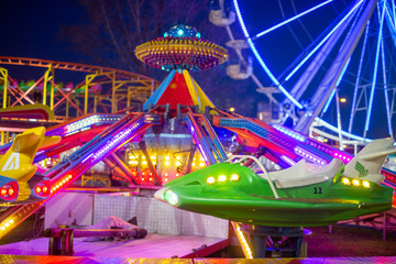 Papiers peints Attraction parc Amusement park in the night