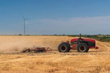 Etiqueta Engomada - Autonomous tractor working on the field. Smart farming