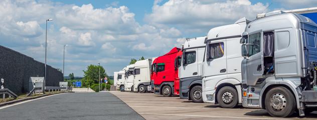 Logistik LKW auf dem Rastplatz Autobahn
