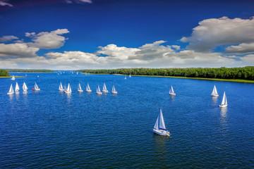 Fototapete - Mazury-yachts to Lake Kisajno in Giżycko