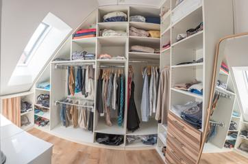 Fototapeta Moderne Ankleide mit Dachschräge und Spiegel obraz