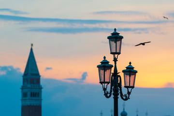 Street light in Venice. Fotomurales