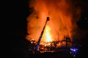 Fototapete - Großbrand Gebäude Haus Feuerwehrleiter