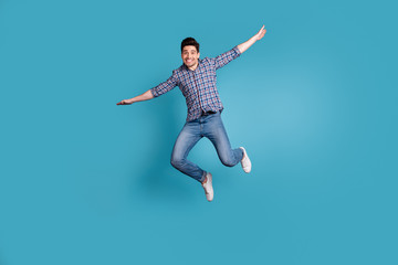 Full body length size photo of crazy humorous handsome carefree careless dreamy optimistic generation y millennial he him guy stretching arms hands to sides isolated pastel background Fototapete
