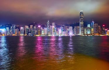 Poster Violet Hong Kong skyline at night