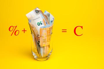 Billetes de 50 euros, de 20 euros, de 5 euros, de 100 euros, dinero necesario para ir al mercado y comprar cosas cotidianas, dinero para hacer negocios, dinero para la empresa, los bancos, las hipotec