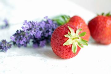 Erdbeeren und Lavendel