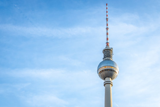 Berliner Fernsehturm in summer evening, Berlin