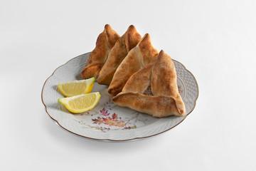 Empanadas árabes, limón