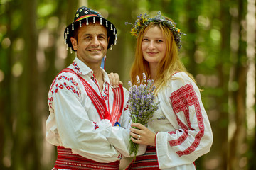 Man and woman in traditional costumes Fototapete