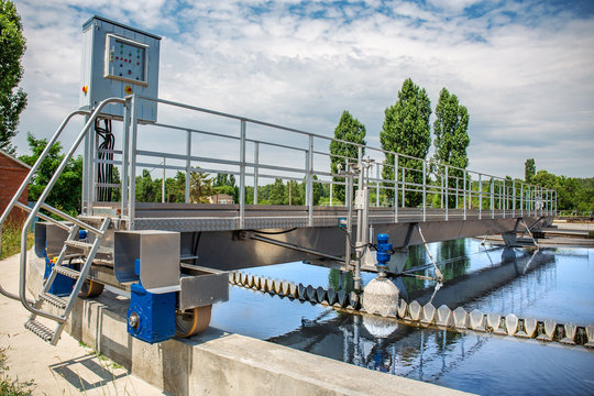 Modern wastewater treatment plant with round ponds for recycle dirty sewage water