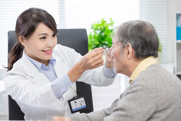 Female ophthalmologist see patient