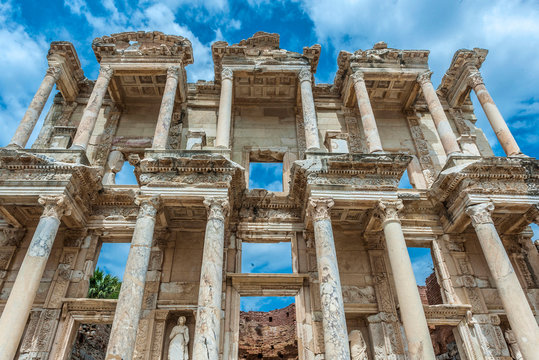 Turkey, Roman archeological site of Ephesus (4th century BC, important role in the spread of Christianity), Corinthian tabernacle facade of the Celsus library (110 AC, by the consul Julius Aquila) (UNESCO World Heritage)