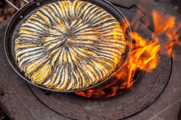 Frieding anchovies, hamsi