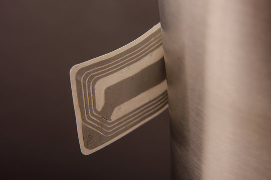 RFID smart label with integrated antenna