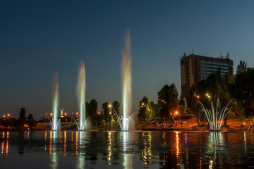 Papiers peints Chicago fountain at city night