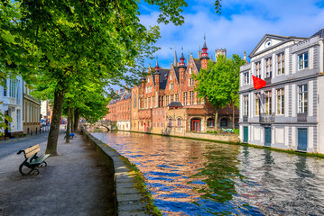 Photo sur Toile Bruges View of the historic city center of Bruges (Brugge), West Flanders province, Belgium. Cityscape of Bruges with canal.