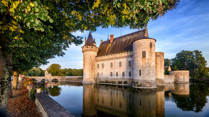 Fototapete - Castle or chateau de Sully-sur-Loire at sunset, France