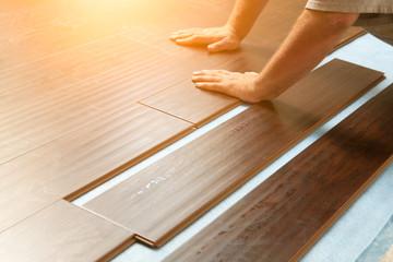 Obraz Man Installing New Laminate Wood Flooring - fototapety do salonu