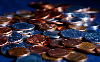 Pile of Golden coin, silver coin, copper coin, quarters, nickels, dimes, pennies, fifty cent piece and dollar coins. Various USA coins, American coins for business, money, financial coins and economy Fototapete