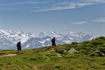 Randonneurs dans les Alpes Suisses
