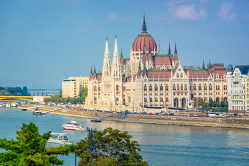 Wall Mural - Aerial view of Budapest parliament and the Danube river, Hungary