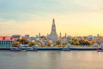 Beautiful view of Wat Arun Temple at sunset  in Bangkok, Thailand Fototapete