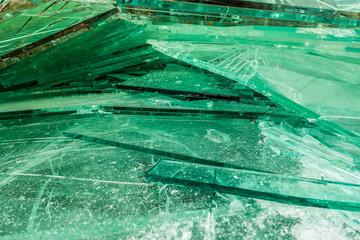 Alt und Bruchglas sammeln zur Wiederverwertung