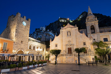 Wall Mural - TAORMINA, ITALY - APRIL 9, 2018: The square Piazza IX Aprile and St. Joseph church at dusk.