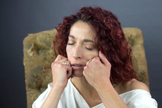 Woman with toothaches.