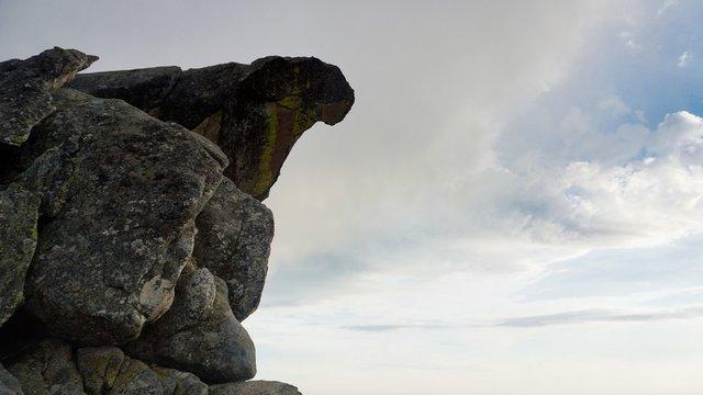 Hanging rock at Moro Rock