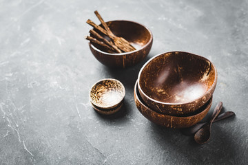 Tableware made of coconut and palm wood.