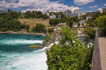 Der Rheinfall bei Schaffhausen in der Schweiz