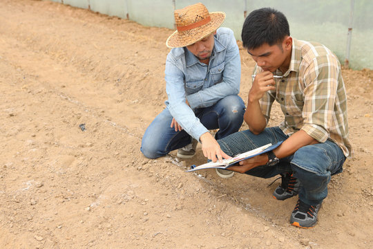 Farmers were consulted scholars about how to improve soil quality.