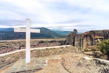 Kreuz auf einem Meteora Felsen