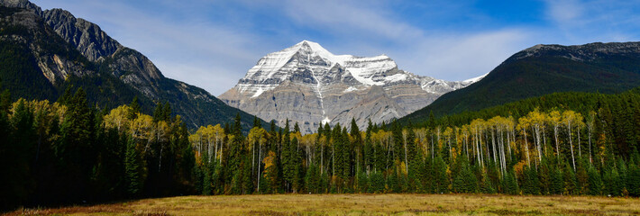 Wall Mural - Panorama view of Mount Robson,the highest mountain in the Canadian Rockies, in British Columbia