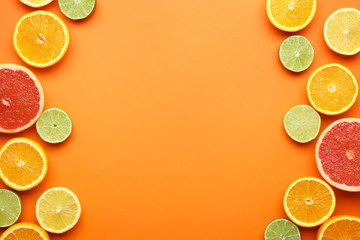 Many different citrus fruits on color background Fototapete