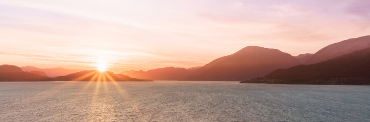 Sonnenaufgang im Hardangerfjord