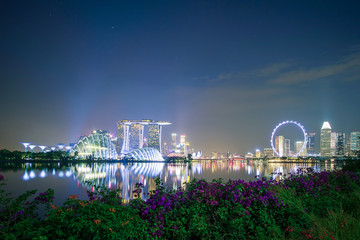 Fototapete - Panorama of Singapore cityscape. beautiful business modern building skyscraper around Marina bay at night. landmark and popular for tourist attractions : Singapore, 9 May 2019