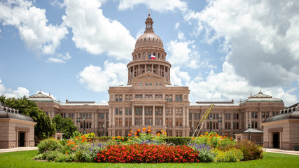 Aluminium Prints Texas Texas State Capitol in Austin, Texas on a sunny summer day with colorful flowers in the front yard