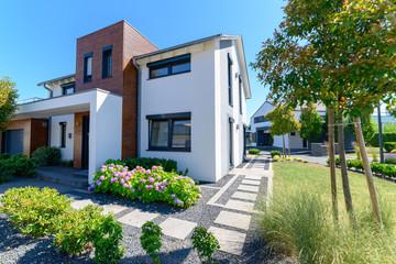 modernes Einfamilienhaus in Wohngebiet