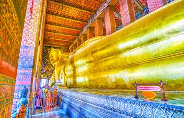Poster Bangkok The large golden Reclining Buddha in Wat Pho temple, Bangkok, Thailand