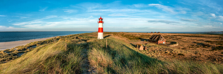 Photo sur Plexiglas Europe du Nord Red Lighthouse on the island of Sylt in North Frisia, Schleswig-Holstein, Germany
