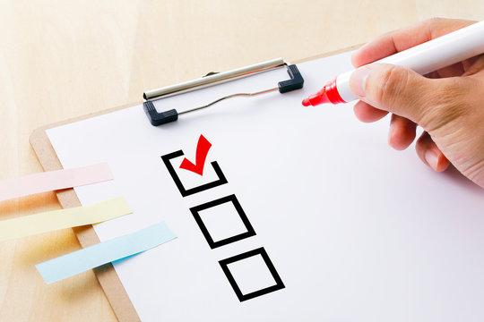チェックマーク Red check mark in checklist