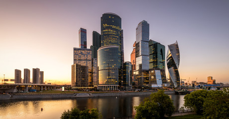 Fototapete - Scenic view of Moscow-City skyscrapers at sunset, Russia. Moscow-City is a district of business and residential towers in Moscow center. Panorama of Moscow with modern urban tall buildings at dusk.