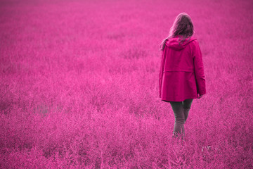 Spoed Foto op Canvas Roze Woman Walking Back