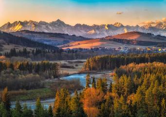 Obraz Dolina Białki z Tatrami w tle - fototapety do salonu