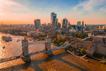 Foto auf Gartenposter Paris Orange sunset over Tower Bridge in London, UK. Tower Bridge lifting gates.