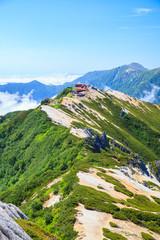 夏の北アルプス燕岳から望む燕山荘方面 長野県大町市 安曇野市